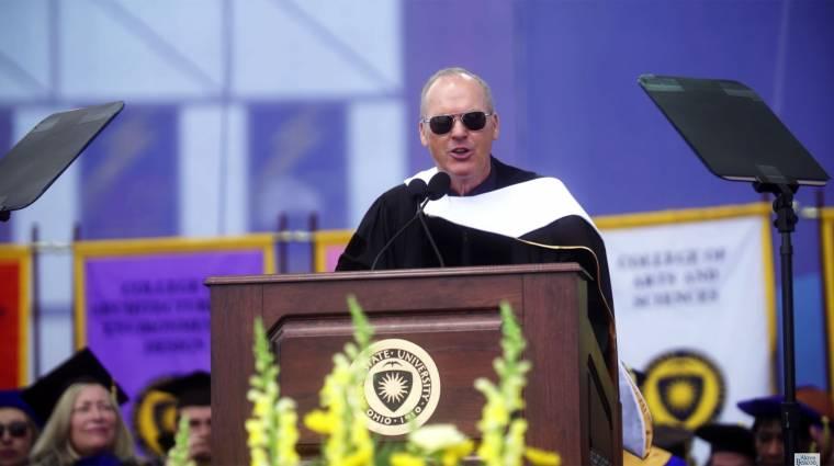 Zseniálisan zárta le egyetemi beszédét Michael Keaton kép