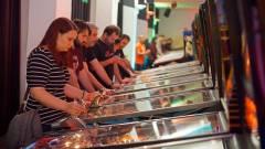 Mivel játszanál, ha három napig egy hatalmas játékteremben lennél? kép