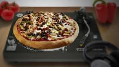 Az lesz majd a jó világ, amikor cuki robotok hozzák a pizzát kép