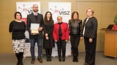 Két fővárosi gimnázium tanárait díjazta az oktatás digitalizációjában a VISZ kép