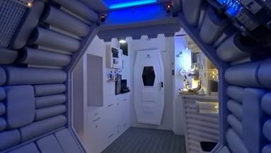Egy Alien rajongó saját lakásából csinált Nostromo űrhajót kép