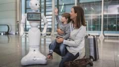 Humanoid robot a repülőtéren kép