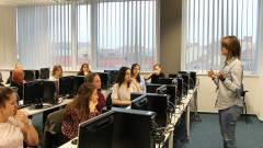 IT-képzés gimnazista lányoknak kép