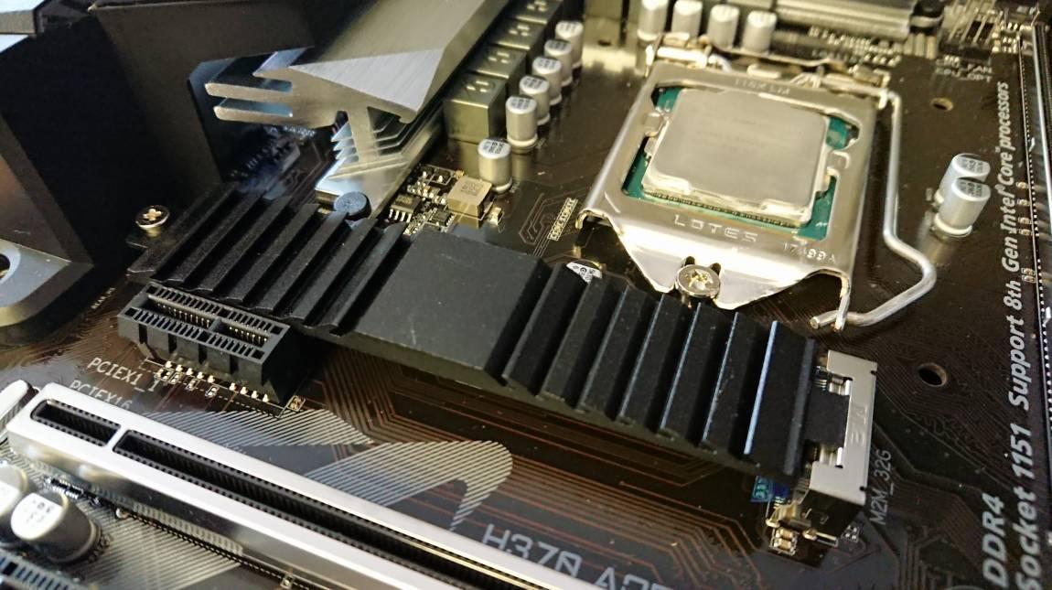 Intel H370/B360 teszt: nyitás lefelé kép
