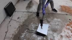 Egy videós összetört és felgyújtott egy PlayStation 5-öt kép