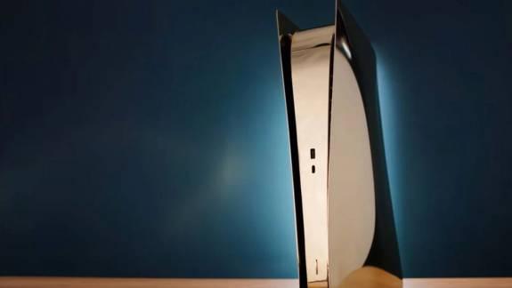 Eszméletlen jól mutat a sárgarézből készült PlayStation 5 kép