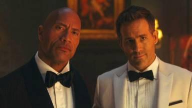 Új trailert kapott Dwayne Johnson, Ryan Reynolds és Gal Gadot közös filmje kép