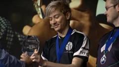 Egy profi játékos megosztotta nyereményét a többi helyezettel kép