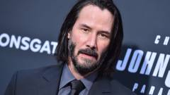 Keanu Reevesnek álcázott csalók vernek át idős hölgyeket kép
