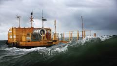 Zöld energia: vízen és víz alatt kép