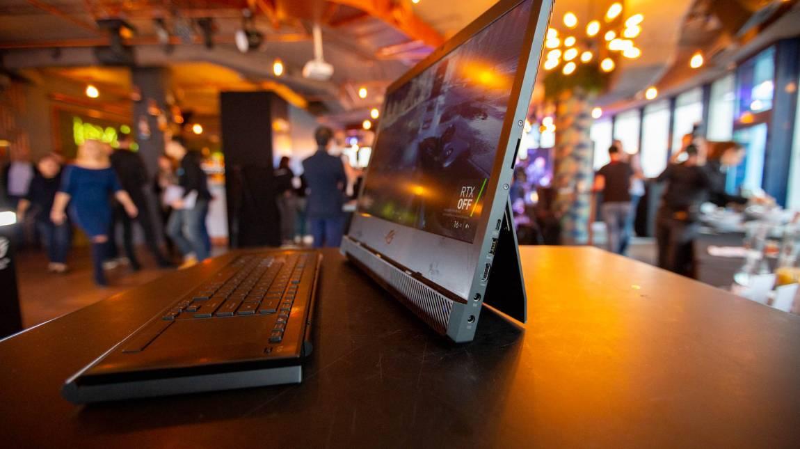 Két notebook, amik felkavarják az állóvizet: kezünkben a ROG Mothership és a ZenBook S13 kép