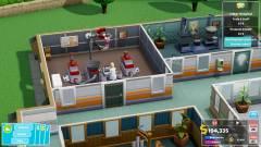 Two Point Hospital - hamarosan konzolokon is építhetünk kórházakat kép