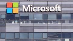 Körmére néznek a Windows 10-nek kép