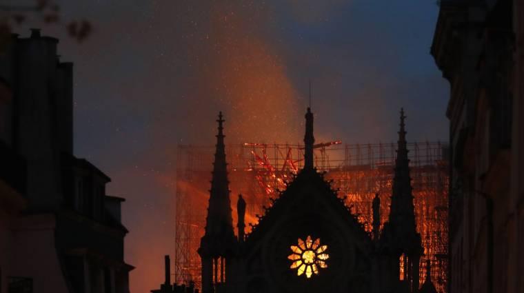 Nálunk is látható lesz a Notre-Dame-i tűzvészről készült film kép