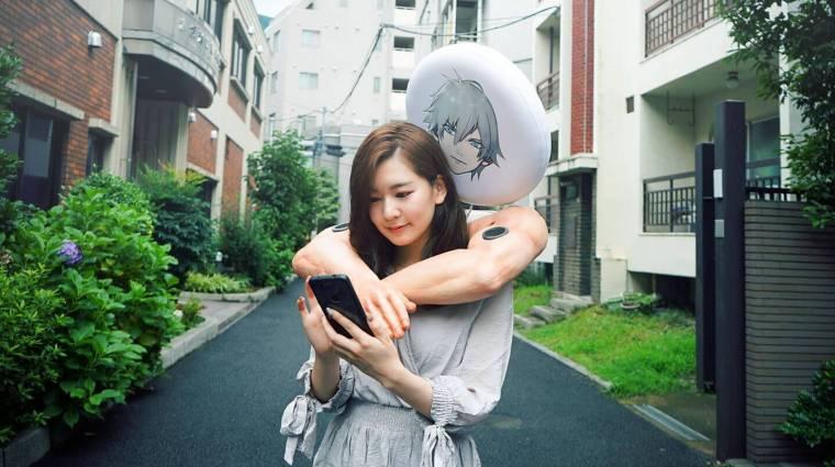 Napi büntetés: nyilván Japánból származik az izmos férfi karokba épített hangszóró, ami átöleli viselőjét bevezetőkép