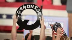 A TikTok is kitiltotta a szélsőséges QAnon csoportot kép