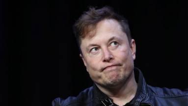 Elon Musk egyetlen emojival sértette meg  a Tesla bitcoin-befektetését leszóló tőzsdegurut kép