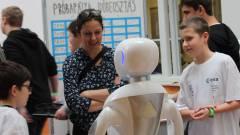 Robotszumó, workshopok, és izgalmas új technológiák várnak mindenkit Budapest legnagyobb robotrendezvényén kép