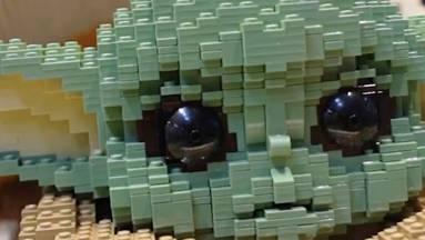 Életnagyságú Baby Yodával ünnepli a LEGO a The Mandalorian 2. évadát kép