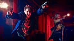 Daniel Radcliffe kezeihez szegezett pisztolyokkal tombol a Guns Akimbo szinkronizált előzetesében kép