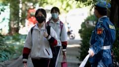 A pekingi diákoknak kötelező hordaniuk a hőmérős karkötőt kép
