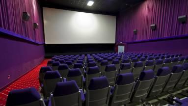 Hamarosan újranyithatnak a mozik és színházak is kép