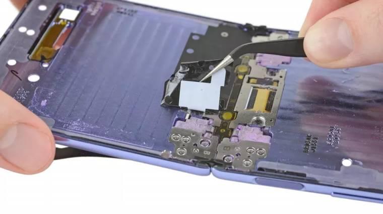 Sérülékenyebb a Samsung Galaxy Z Flip, mint hittük volna kép
