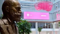 A Telekom új székházában avatták újra Puskás Tivadar szobrát kép