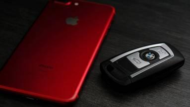 Hamarosan iPhone nyithatja fel a BMW-ket kép