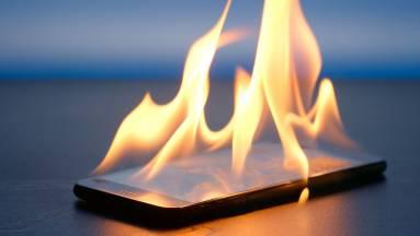 Vigyázat, robbanhatnak a mobilok a meghackelt töltőktől! kép