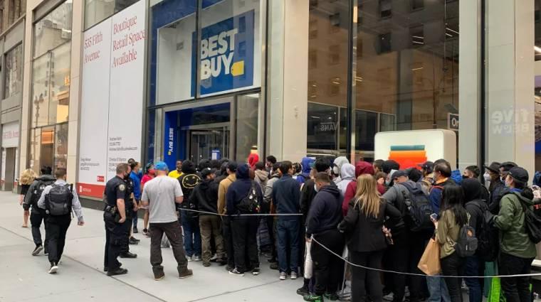 Táborozó vevők, boltokat rohamozó tömeg - így próbálnak RTX-et szerezni az elkeseredett gamerek kép