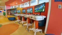 A Gears játékok fejlesztőcsapata 200 Xbox One X konzolt adományozott a kórházaknak kép