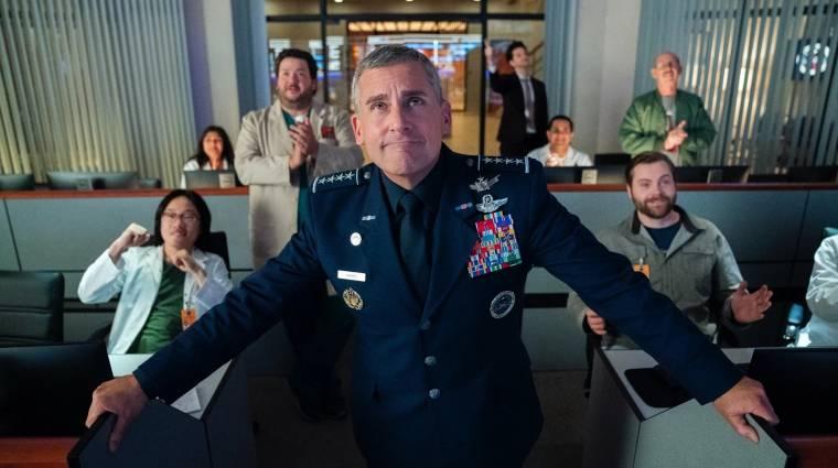 Egy rakás képet kaptunk Steve Carell komédiasorozatához, melyben az űrhadászat vezetője lesz kép