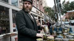 Előzetesen az időutazó Seth Rogen, akit a kovászos uborka tartósított kép