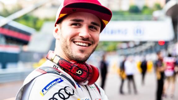 Kizártak egy profi Formula E versenyzőt egy online ligából, mert dublőrrel versenyzett kép