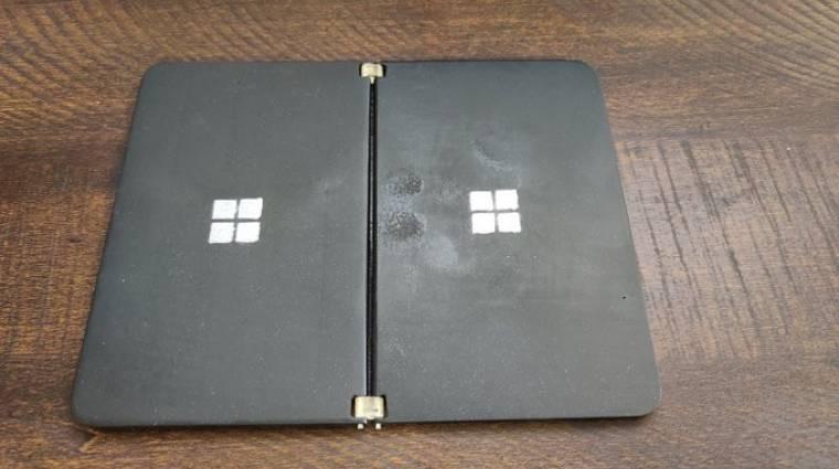 Valaki 3D-ben kinyomtatta a tovább késő Microsoft Surface Duót kép