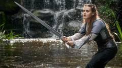 Látványos előzetesen a Netflix következő sötét fantasyje, a Cursed kép