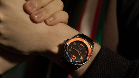 Csak félmillió forint ez a Fnatic rajongóknak szóló Gucci óra kép