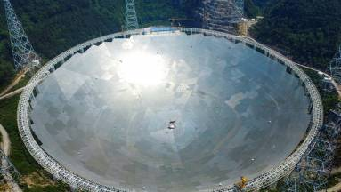 Gigantikus űrteleszkóppal keresi az idegeneket Kína kép