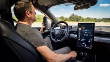 Csak jövőre jönnek az önvezető Ford autók kép
