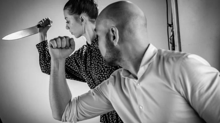 60 magyar színésznővel forgatták újra a Psycho zuhanyzós jelenetét kép