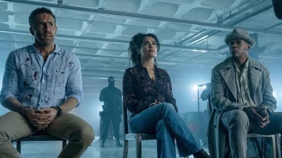 Ryan Reynoldsék még többet marhulnak a Sokkal több mint testőr 2. új trailerében kép