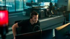 Jake Gyllenhaal életet próbál menteni A bűnös első trailerében kép