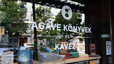 Lecsekkoltuk Budapest új könyves kávézóját kép