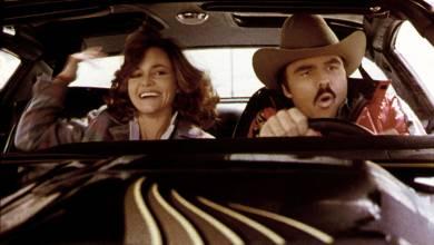 Seth MacFarlane a Halloween reboot alkotóival Smokey és a bandita sorozatot készít kép