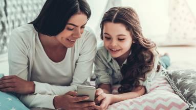 Ezeket a szempontokat vedd figyelembe gyermeked első telefonjánál fókuszban