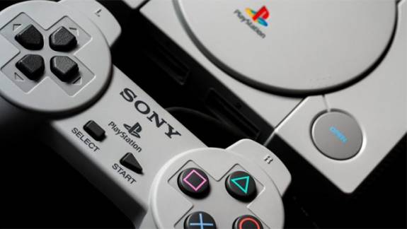 A PS5 egyszer mégiscsak visszafelé kompatibilis lesz akár PS1-es játékokkal is? kép