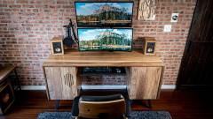 Ha kíváncsi vagy, milyen egy íróasztalba épített PC, ezt nézd meg! kép