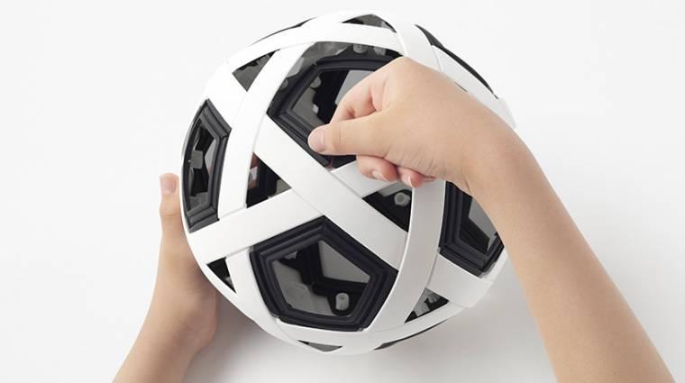 Itt a focilabda, amit sosem kell majd felfújni kép