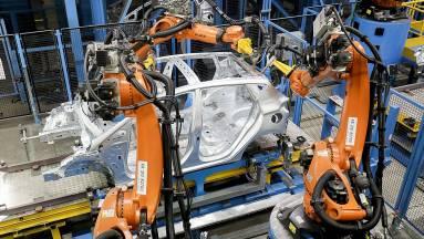 A Ford egyre okosabb robotokkal gyorsítja az autógyártást kép